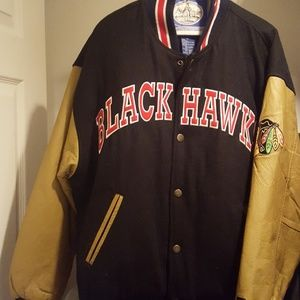 Mens med Blackhawks jacket